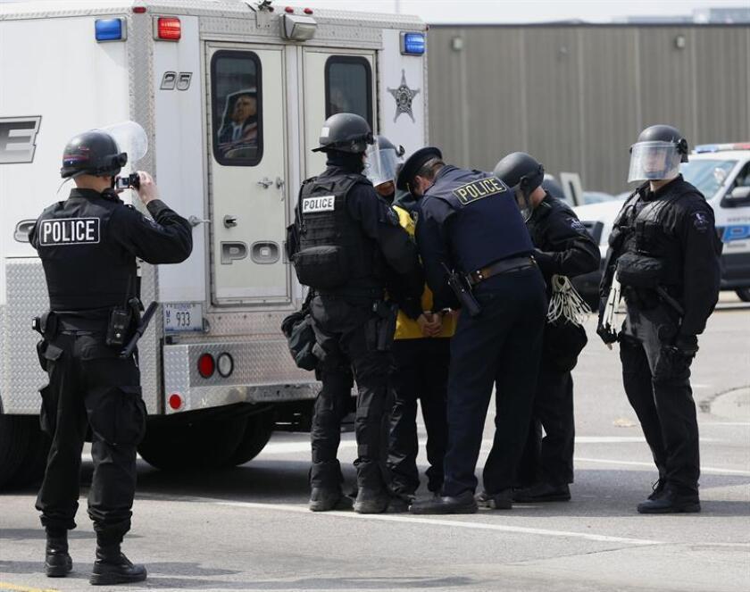 Policías de chicago Chicago detienen a una persona. EFE/Archivo