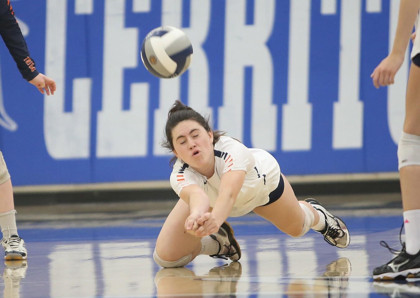 Photo Gallery: Pacifica Christian Orange County vs. La Puente in girls' volleyball