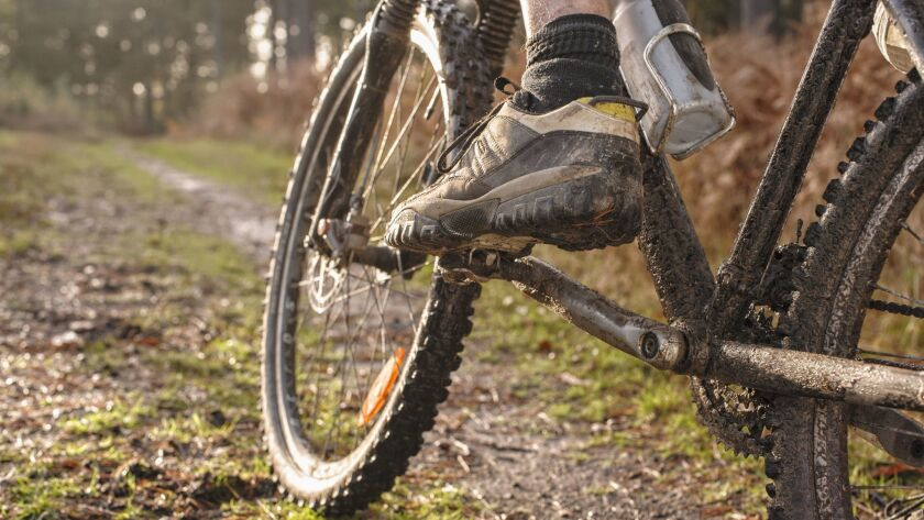 Close up of Caucasian man's muddy foot on mountain bike ** OUTS - ELSENT, FPG - OUTS * NM, PH, VA if