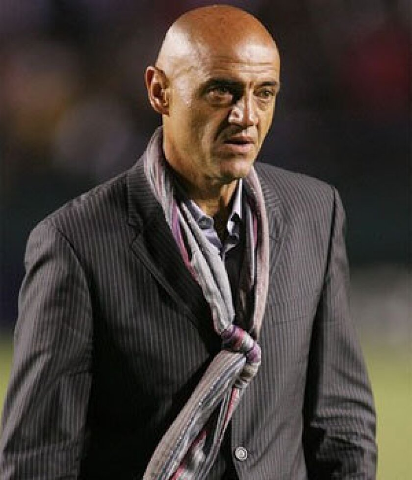 Chivas USA names Jose Luis Sanchez Sola new coach