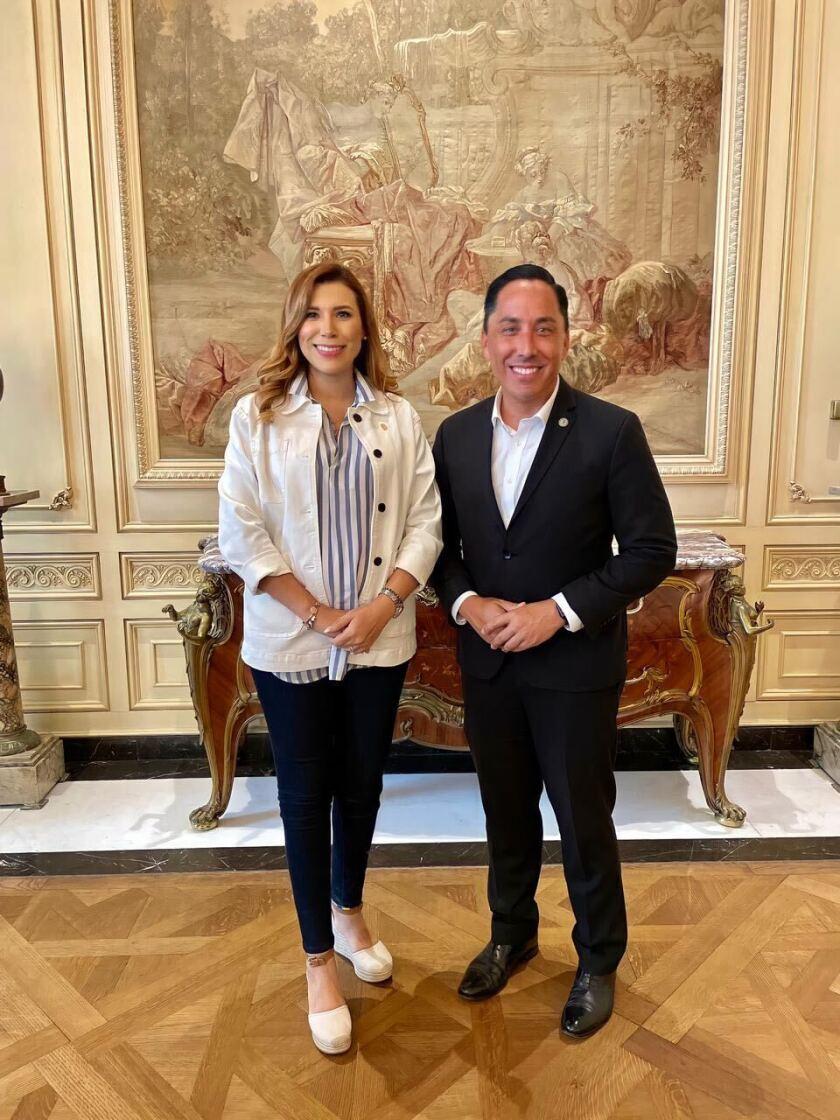 La gobernadora electa de Baja California, Marina del Pilar Ávila junto al alcalde de San Diego, Todd Gloria.