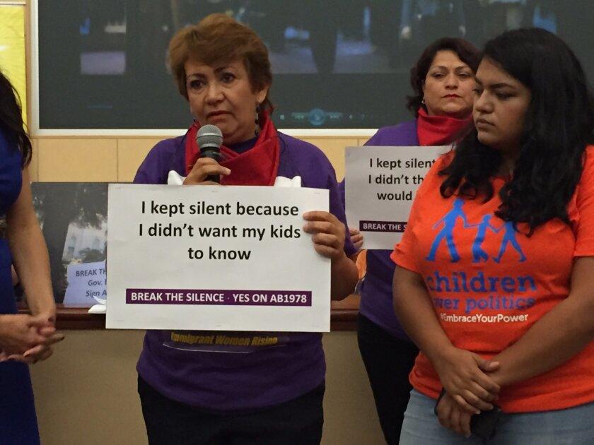 La propuesta de ley AB1978, impulsada por la asambleísta demócrata Lorena González de San Diego y por el Sindicato Internacional de Empleados de Servicio (SEIU) de California, otorga mayor autoridad al Departamento de Relaciones industriales para prevenir el acoso y los asaltos laborales.