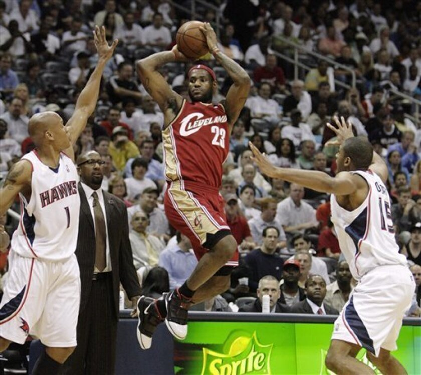 Cleveland Cavaliers' LeBron James (23) shoots between Atlanta Hawks defenders Maurice Evans (1) and Al Horford in the first quarter of Game 4 of the NBA Eastern Conference semifinals basketball playoffs in Atlanta, Monday, May 11, 2009. (AP Photo/John Amis)