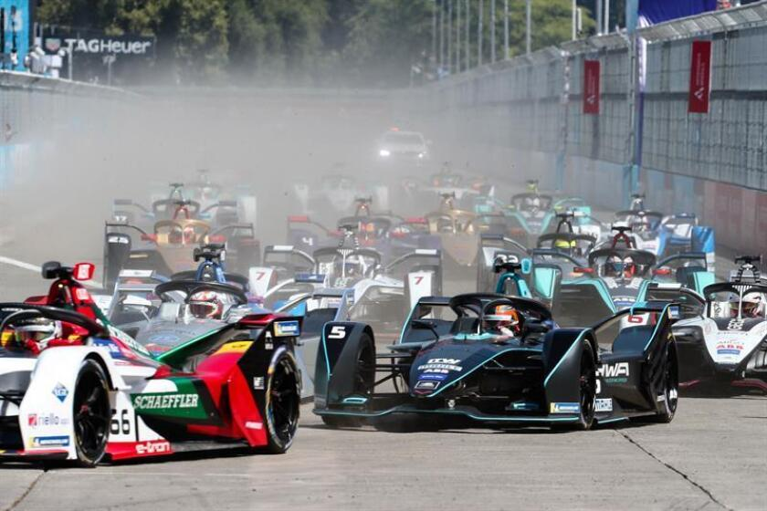 Competitors race in the Santiago Grand Prix of Formula E, at the O'Higgins Park Circuit, in Santiago, Chile, 26 January 2019. The O'Higgins Park in the center of Santiago de Chile was transformed into a racing circuit for the 22 drivers participating in the third grand prize of the Formula E world championship. EPA-EFE/Alberto Valdes