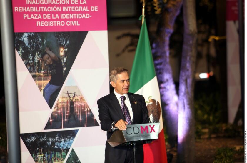 Los mandatarios Javier Corral (Chihuahua) y Francisco Javier García Cabeza de Vaca (Tamaulipas), y el Jefe de Gobierno de la Ciudad de México, Miguel ¡ángel Mancera, llamaron al Ejecutivo federal a echar atrás el incremento al precio de los combustibles.