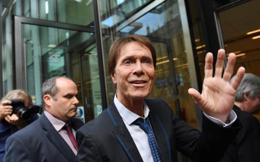 La BBC compensará con 2,2 millones a Cliff Richard por invadir su privacidad