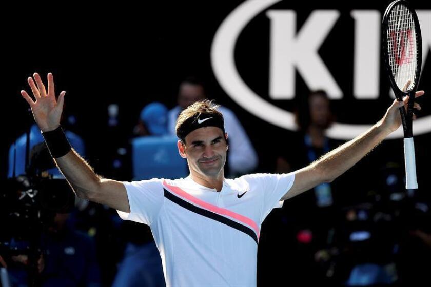 El tenista suizo Roger Federer celebra su triunfo en el Open de Australia contra el húngaro Marton Fucsovics. EFE
