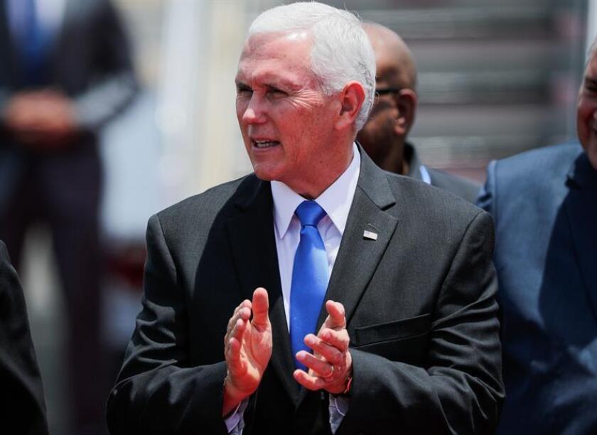 """El vicepresidente de EEUU, Mike Pence, amenazó hoy con más aranceles que intensifiquen la guerra comercial contra China hasta que la nación asiática """"cambie sus formas"""", en referencia a su política comercial. EFE"""