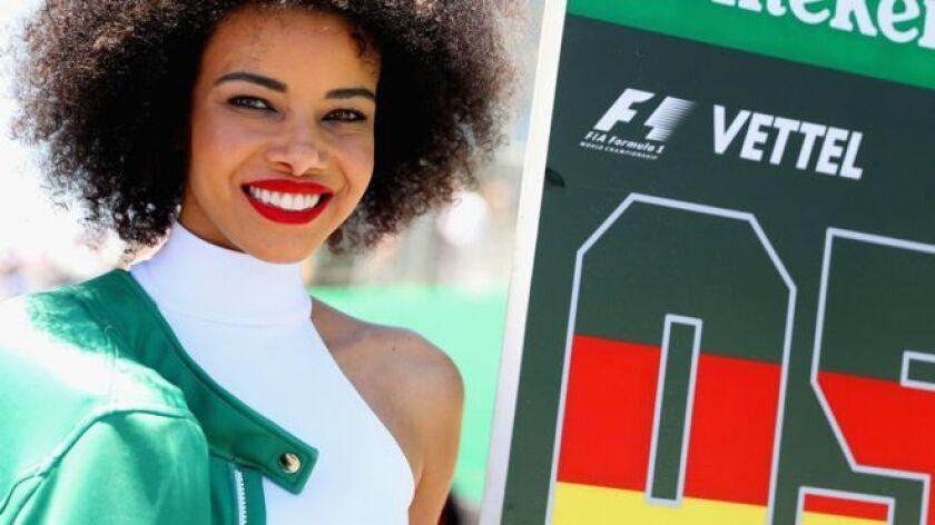 """No fue una decisión a la ligera y requirió mucho debate, pero al final la Fórmula Uno aceptó que ya no necesitaba a las llamadas """"chicas de la parrilla"""", las modelos que acompañaban a los pilotos y desfilaban antes del comienzo de los grandes premios."""