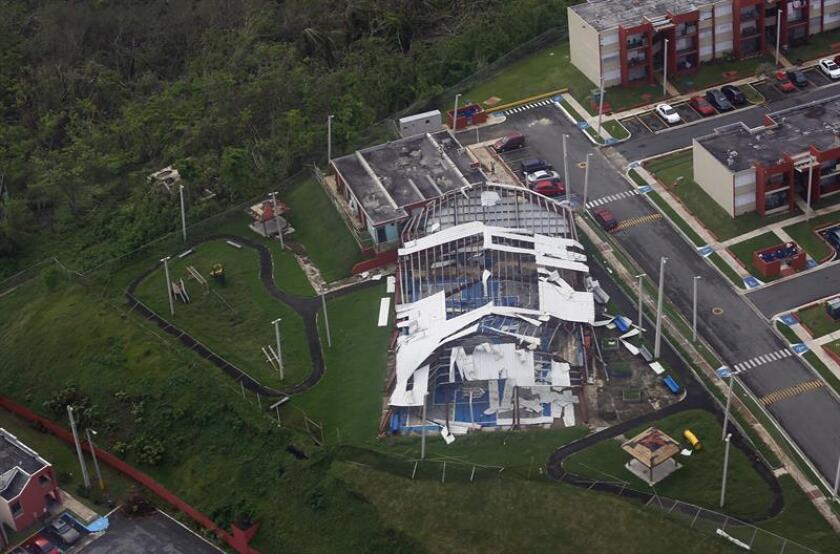 Vista aérea de la población Las Piedras (Puerto Rico) durante una misión del ejército para entregar suministros a damnificados del huracán María. EFE/Archivo
