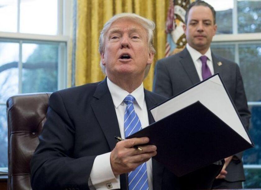 El republicano reinstaló este lunes un decreto que prohíbe la concesión de ayuda estadounidense a organizaciones no gubernamentales y proveedores sanitarios en el extranjero que asesoren sobre el aborto como una opción de planificación familiar.