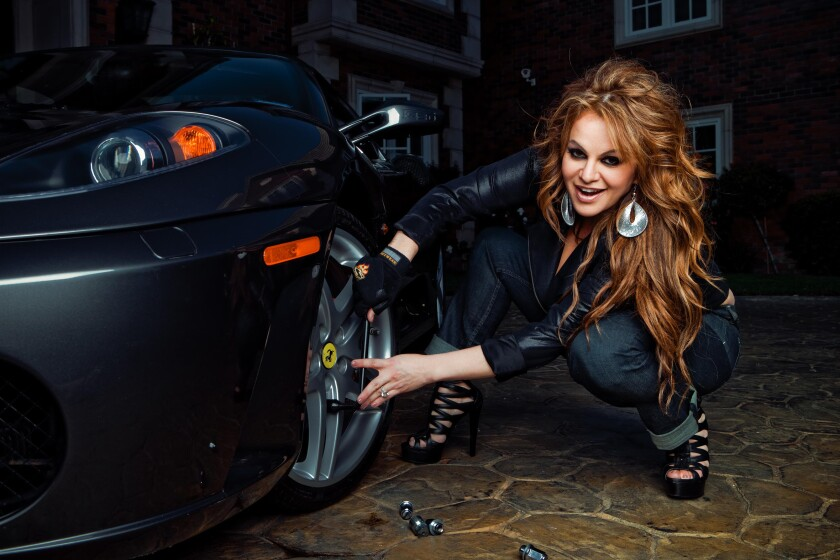 """Una foto promocional de Jenni Rivera nunca usada para su línea de jeans. """"Ella quería tener un tipo diferente de sesión de fotos. Más sexy, atrevida,"""