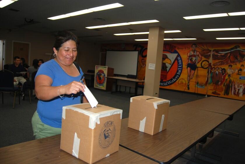 Trabajadores de Rite Aid votan por huelga de es necesario.
