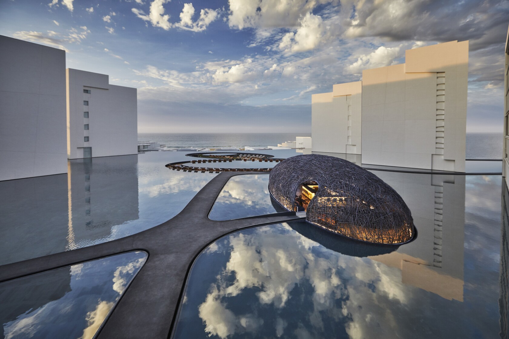 In Los Cabos, Mexico, luxury hotels lure grownups with cushy