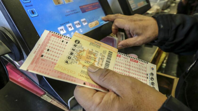 Un boleto de lotería que tiene un valor de 63 millones de dólares, fue vendido en un 7-Eleven en Chatsworth. El dueño del boleto tiene hasta mañana jueves para solicitar su premio.