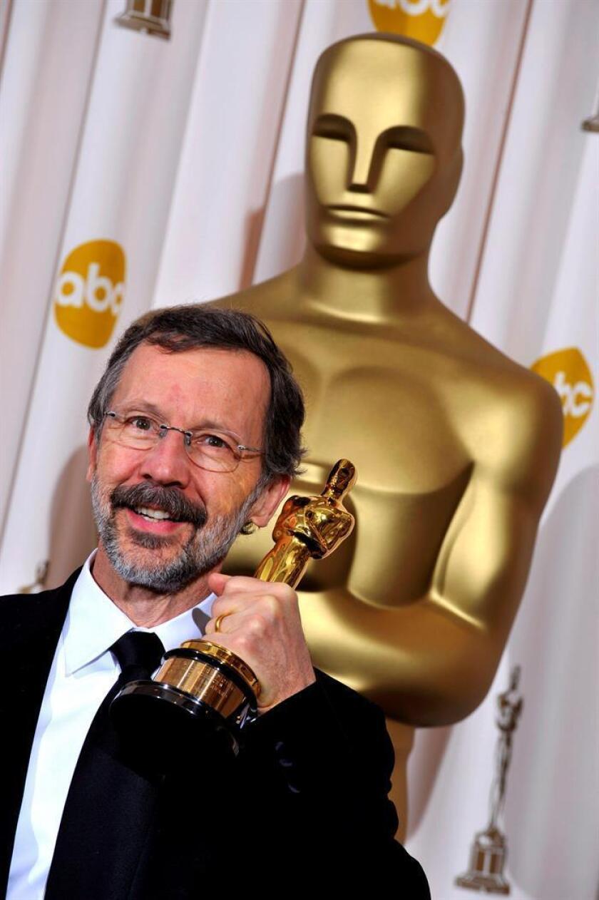 El co-fundador de Pixar Animation Studios y presidente de Walt Disney y Pixar Animation Studios, el estadounidense Ed Catmull, posa con su Oscar honorífico tras recibir el Premio Gordon E. Sawyer en la 81? edición de los Premios de la Academia celebrados en el Teatro Kodak de Hollywood, California, Estados Unidos, el lunes 22 de febrero de 2009. EFE/Archivo