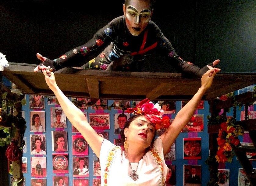 La actriz Dina Jáuregui interpreta a la afamada artista Frida Kahlo en un montaje de Sinergia que ha tenido ya cerca de 600 presentaciones.