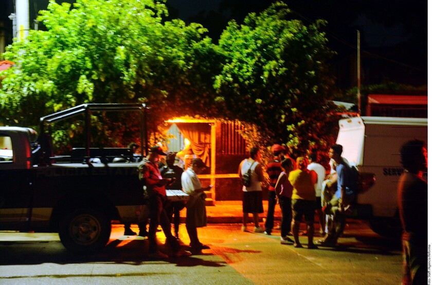 Civiles armados ingresaron y dispararon contra personas que estaban en la barra de un bar en Acapulco.