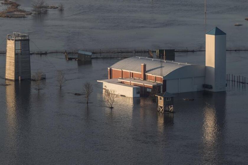Fotografía cedida por la Guardia Nacional de Nebraska que muestra una vista aérea de las inundaciones en el Campamento Ashland este domingo 17 de marzo de 2019 en Ashland, Nebraska (EE.UU.). EFE / PERSONAL SGT. HERSCHEL TALLEY / Guardia Nacional de Nebraska / SOLO USO EDITORIAL / NO VENTAS