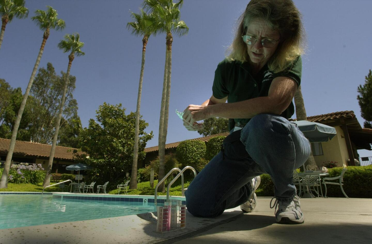 Julayne Gath, SD County Environmental Health Specialist looks at a chlorine and ph tester after dipping it into a pool at the Palomar Estates West mobile home park in San Marcos. UT/John Gastaldo