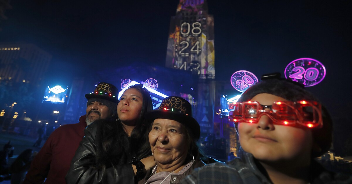 New Year's Eve 2020: Garcetti warns L.A. to stay home - Los Angeles Times