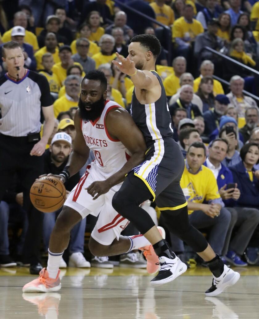 APphoto_Rockets Warriors Basketball