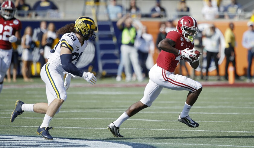 Alabama's Jerry Jeudy tries to get past Michigan's Jordan Glasgow on Jan. 1 at the Citrus Bowl. Minnesota beats Auburn in the Outback Bowl.