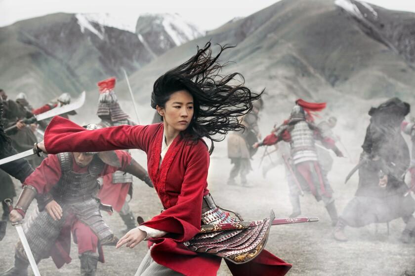 """Yifei Liu interpreta a Mulan en la película """"Mulan"""" en una imagen proporcionada por Disney."""