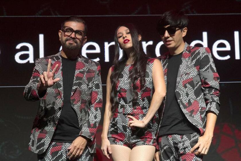 Integrantes de la banda de electro-pop mexicana Belanova posan hoy, miércoles 20 de junio de 2018, al termino de una rueda de prensa, en Ciudad de México (México). EFE/STR