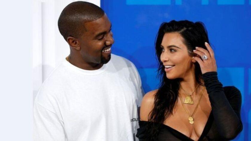 Qué es el sometimiento que trató embarazo de Kardashian