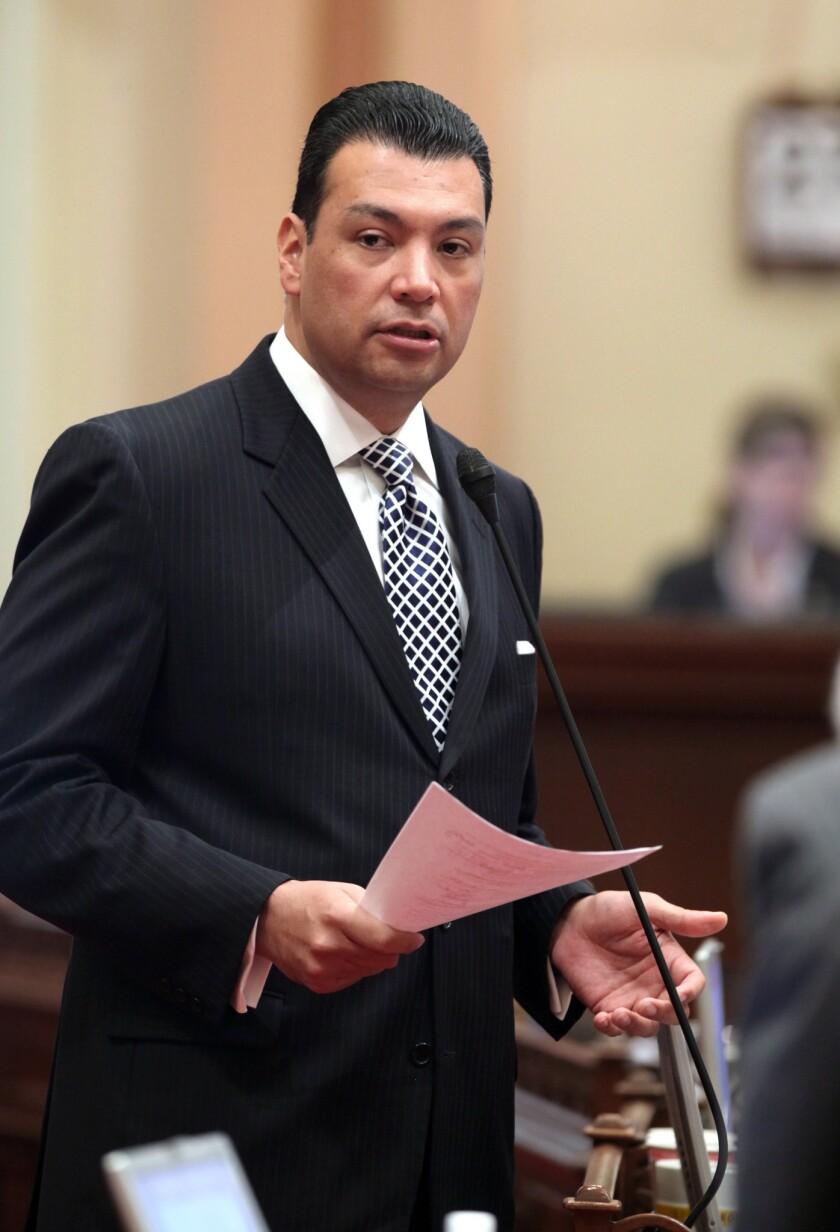 Alex Padilla ganó su primer mandato prometiendo, entre otras cosas, registrar a más votantes de California, mejorar el uso de la tecnología en la votación, reemplazar el incómodo sistema de base de datos Cal-Access, y haciéndolo más fácil.