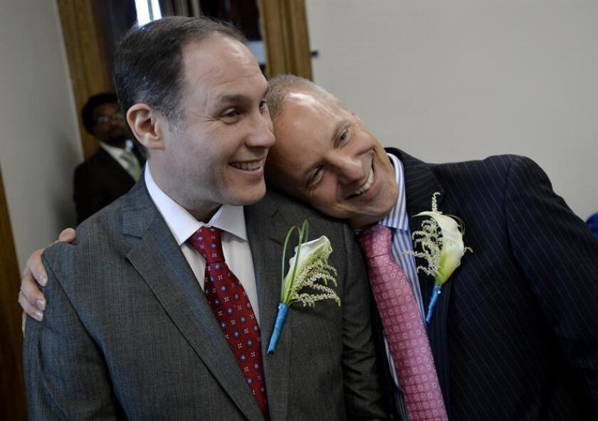 Nueva York prohíbe terapias para cambiar orientación sexual a menores de edad