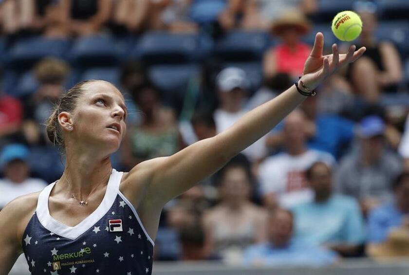 La tenista checa Karolina Pliskova durante el partido ante la australiana Ashleigh Barty en el Abierto de Estados Unidos, este domingo 2 de septiembre de 2018 en Nueva York. EFE
