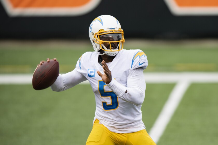 Chargers quarterback Tyrod Taylor makes a pass.
