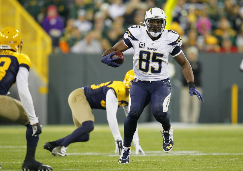 Chargers Antonio Gates catches a pass past Packers Micah Hyde in the 4th quarter.
