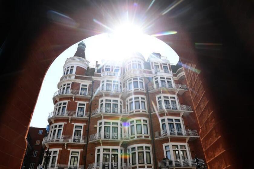 Vista de la embajada de Ecuador en Londres (Reino Unido), el 3 de agosto de 2018. Según los medios, el presidente ecuatoriano, Lenin Moreno, dejará de dar asilo al fundador de WikiLeaks, Julian Assange, que vive en la embajada desde 2012. EFE/Archivo