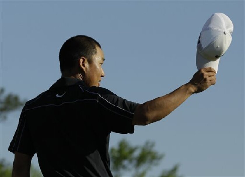 Anthony Kim waves to the gallery on the 18th green after his final round of the Masters golf tournament in Augusta, Ga., Sunday, April 11, 2010. (AP Photo/David J. Phillip)