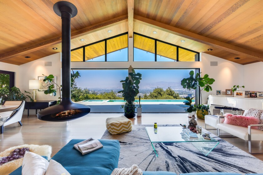 Record producer Cirkut has shelled out $4.4775 million for actress Jennie Garth's designer-done home in Studio City.