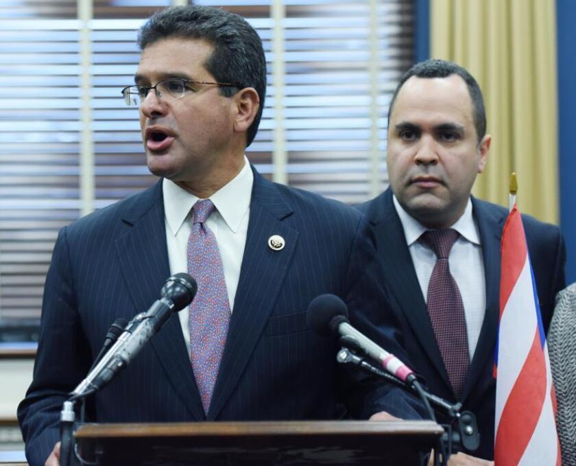 El Comisionado Residente de Puerto Rico en el Congreso de los Estados Unidos, Pedro Pierluisi, durante la conferencia de prensa que tuvo lugar el 02 de diciembre de 2015, en Washington, DC. para hablar sobre la situación económica de la isla. EFE/LENIN NOLLY/Archivo