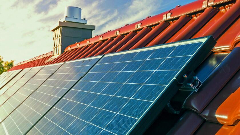 Solar-Power-Home-Roof-webcrop-jpg.jpg