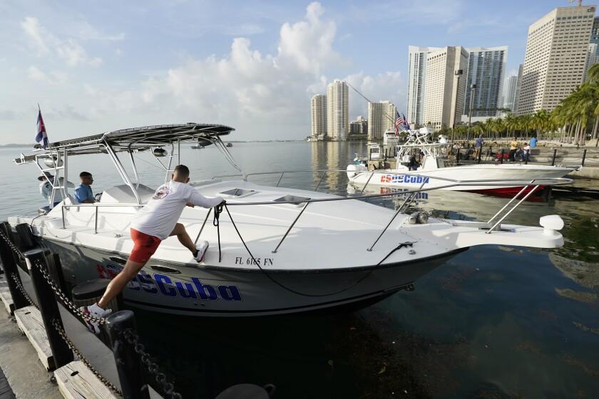 Flotilla sale de Miami en apoyo a cubanos