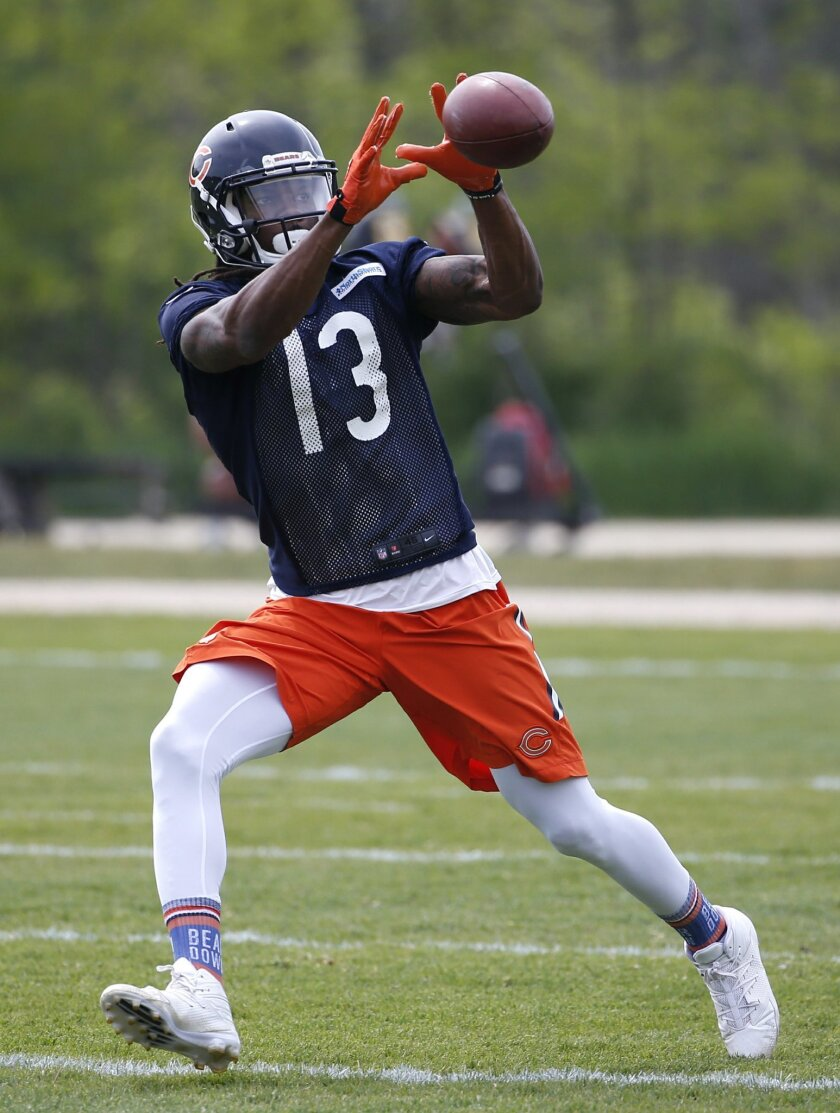 Chicago Bears wide receiver Kevin White catches a ball during NFL football practice Wednesday, May 25, 2016, in Lake Forest, Ill. (AP Photo/Nam Y. Huh)