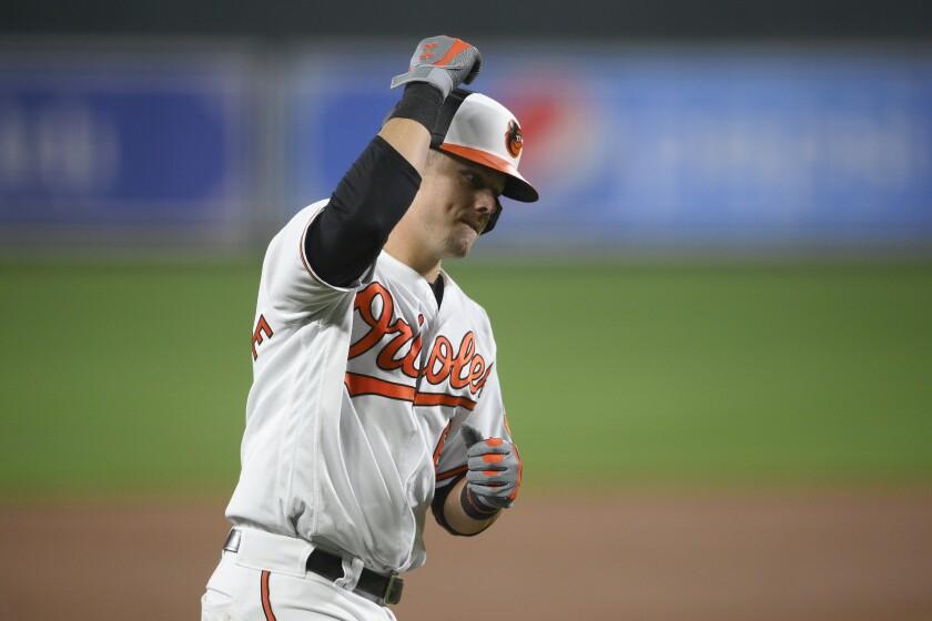 Ryan Mountcastle de los Orioles de Baltimore recorre las bases con su jonrón de dos carreras en la sexta entrada del juego ante los Medias Rojas de Boston el martes 28 de septiembre del 2021. (AP Foto/Nick Wass)
