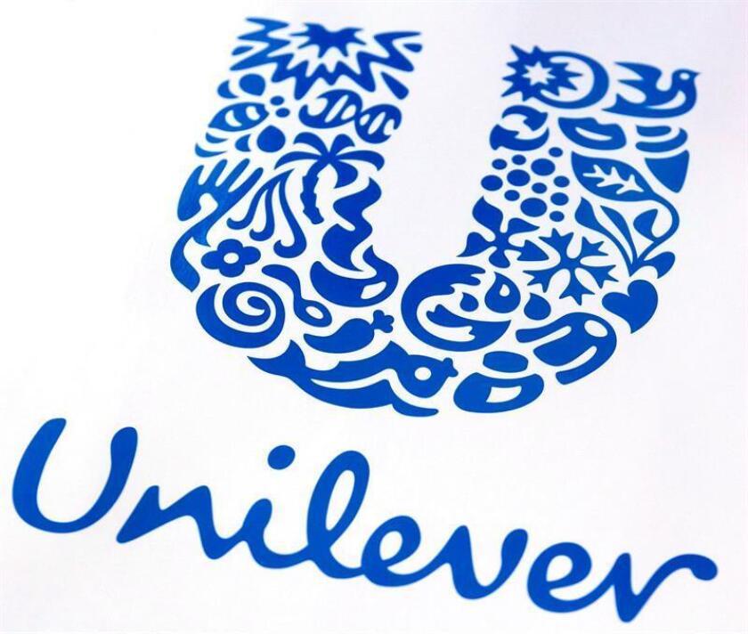 La multinacional anglo-holandesa Unilever amenazó hoy con retirar sus anuncios de plataformas digitales como Facebook o Google si no se comprometen a combatir los combatir los bulos y las noticias falsas así como a luchar contra los contenidos nocivos y los que crean división. EFE/Archivo