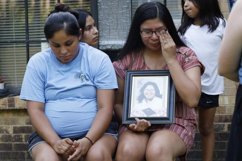Choctaw sisters grieve for mother
