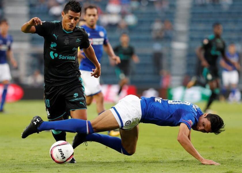 El centrocampista paraguayo Osvaldo Martínez, del Santos Laguna del fútbol mexicano, aseguró hoy que ningún equipo juega tan bien como el suyo en el torneo Clausura 2018, aun cuando aparece en el quinto lugar de la clasificación. EFE/ARCHIVO