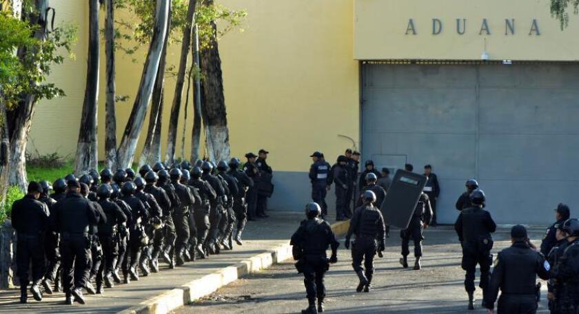 Tres muertos y siete heridos en un incendio en penal de la Ciudad de México