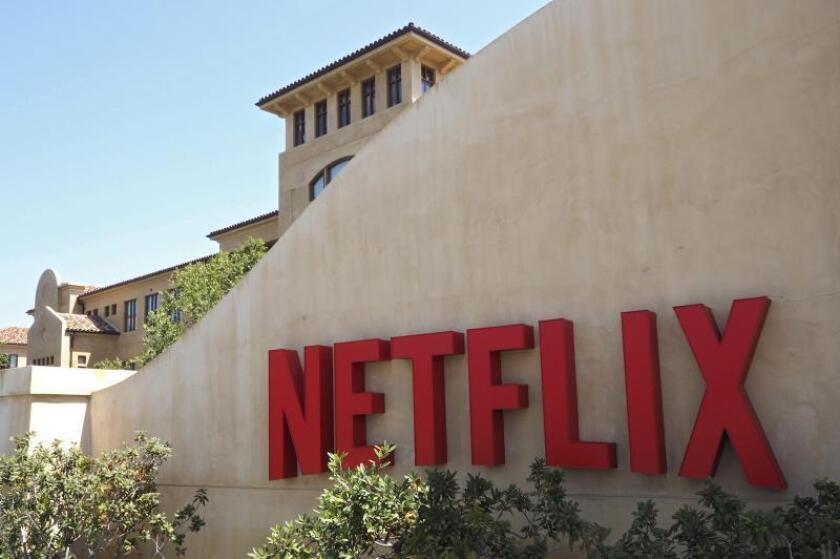 Fotografía de archivo fechada el 20 de agosto de 2015 que muestra el logotipo de la plataforma líder de televisión por internet a nivel mundial, Netflix, en su sede de Los Gatos, California (Estados Unidos). EFE/John G. Mabanglo/Archivo