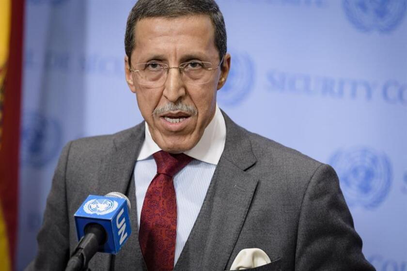 Fotografía cedida por la ONU donde aparece el representante permanente de Marruecos, Omar Hilale, mientras informa a los periodistas al final de una reunión del Consejo de Seguridad sobre la resolución 2440 para prorrogar la misión de paz en el Sahara Occidental (Minurso) hoy, miércoles 31 de octubre de 2018, en la sede del organismo en Nueva York (EE.UU.). EFE/Manuel Elias/ONU/SOLO USO EDITORIAL/NO VENTAS