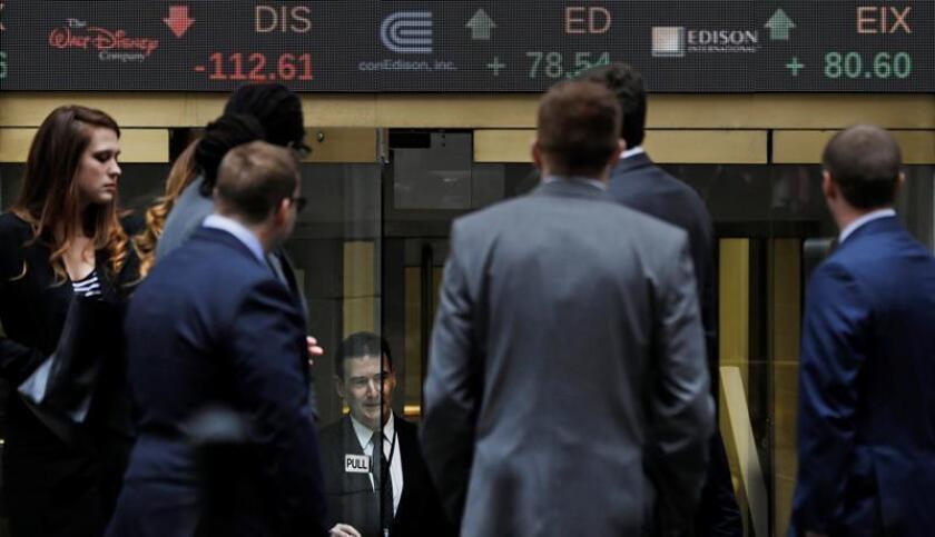 Las peticiones de ayuda por desempleo descendieron la pasada semana en el país en 3.000 y se situaron en 218.000, informó hoy el Departamento de Trabajo. EFE/Archivo